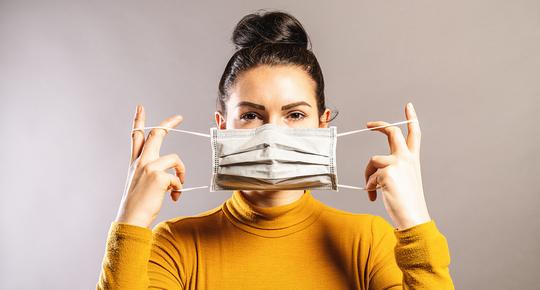 donna con mascherina - prevenzione antivirale