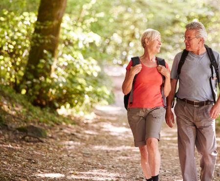 anziani a passeggio - fibrosi idiopatica polmonare